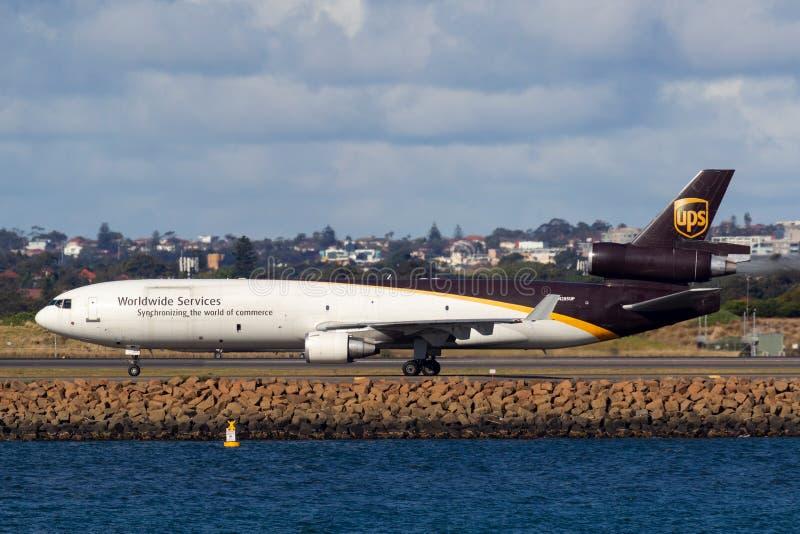 Воздушные судн груза UPS McDonnell Douglas MD-11F United Parcel Service в аэропорте Сиднея стоковое фото