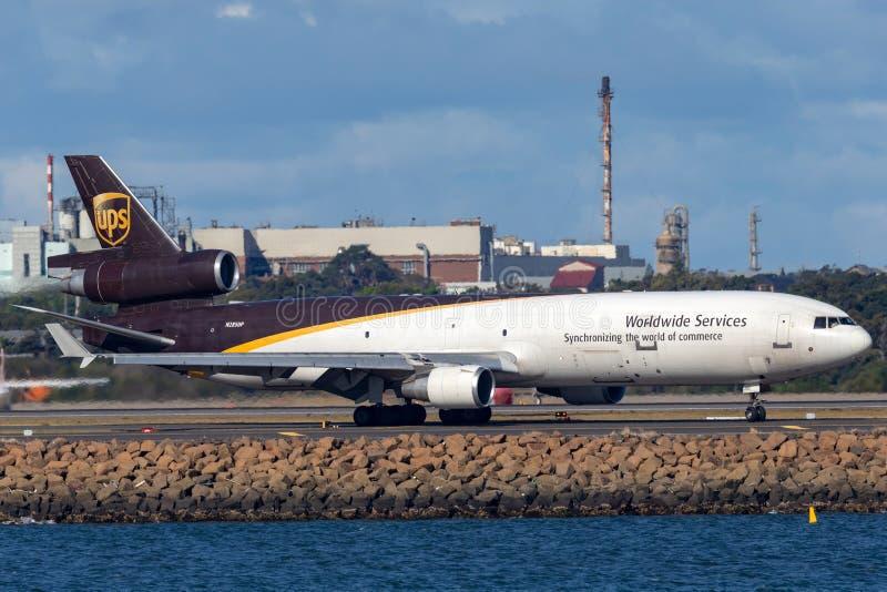 Воздушные судн груза UPS McDonnell Douglas MD-11F United Parcel Service в аэропорте Сиднея стоковое изображение