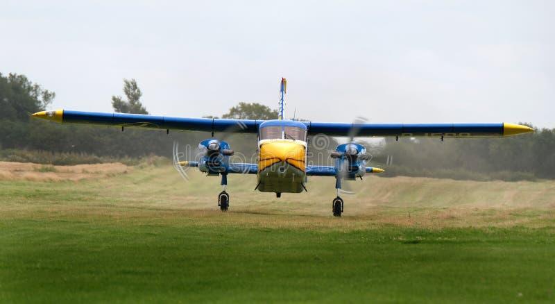 Воздушные судн Дорнье Do-28 используемые для парашюта свободного падения резвятся стоковые изображения rf