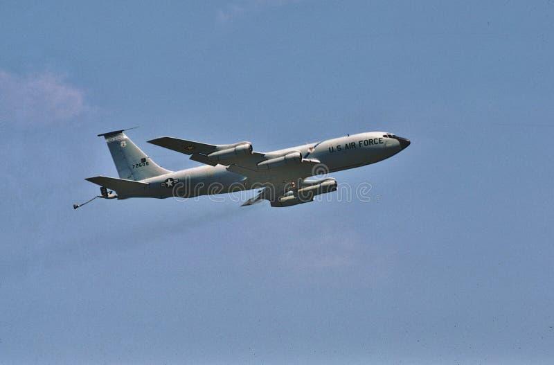 Воздушные судн топливозаправщика USAF Боинга KC-135E принимая 2-ого мая 1987 стоковые фотографии rf