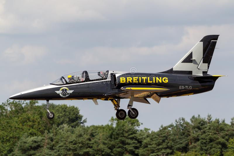Воздушные судн тренера ES-TLG двигателя альбатроса команды Aero L-39C двигателя Breitling стоковое изображение