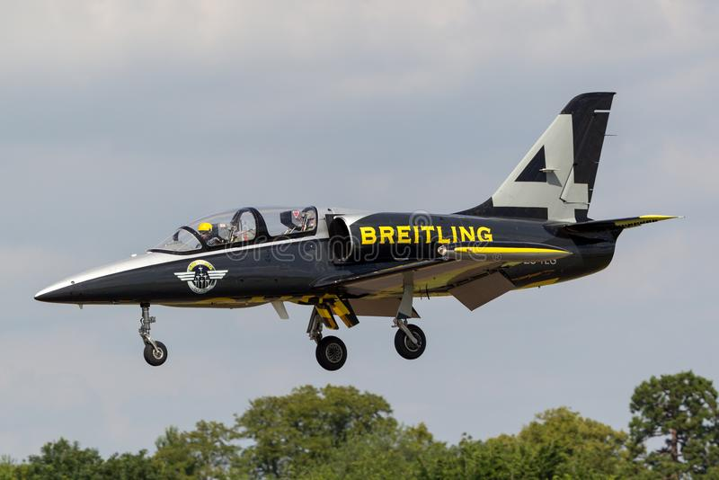 Воздушные судн тренера ES-TLG двигателя альбатроса команды Aero L-39C двигателя Breitling стоковые фото