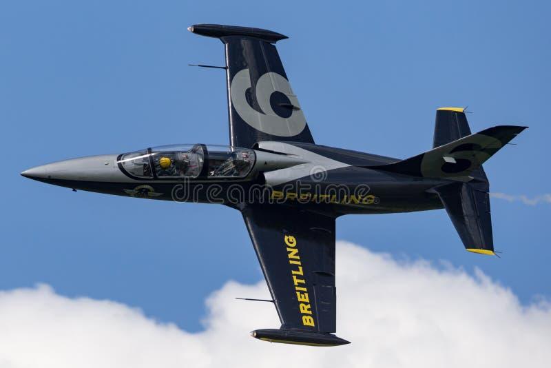 Воздушные судн тренера ES-YLF двигателя альбатроса команды Aero L-39C двигателя Breitling стоковые фотографии rf