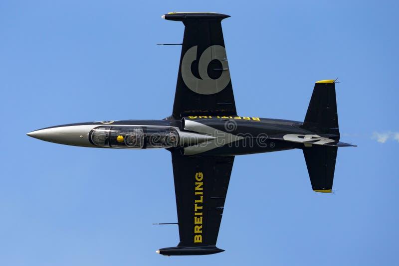 Воздушные судн тренера ES-YLF двигателя альбатроса команды Aero L-39C двигателя Breitling стоковое фото