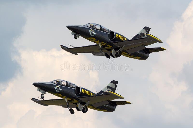 Воздушные судн тренера ES-YLX двигателя альбатроса команды Aero L-39C двигателя Breitling стоковые изображения rf
