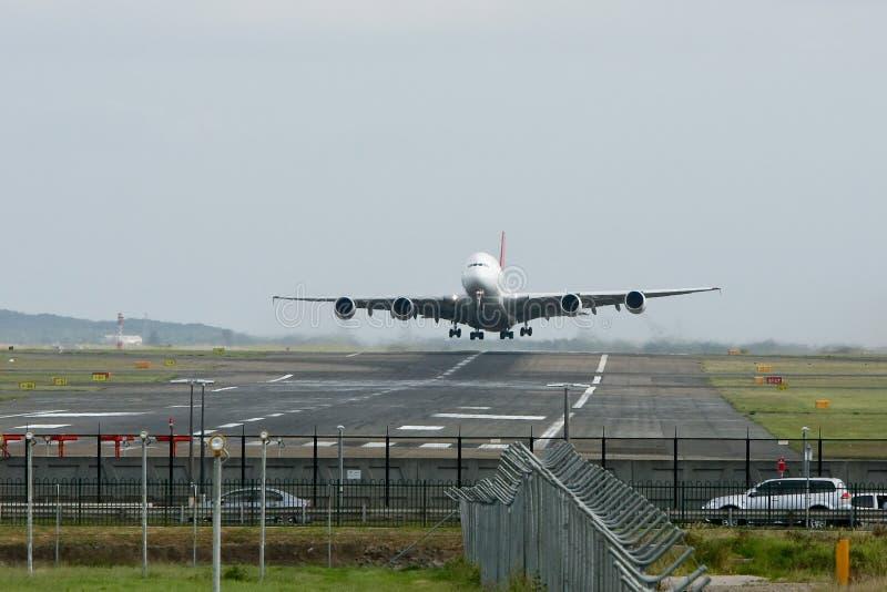 воздушные судн a380 airbus выпускают струю с принимать стоковые изображения