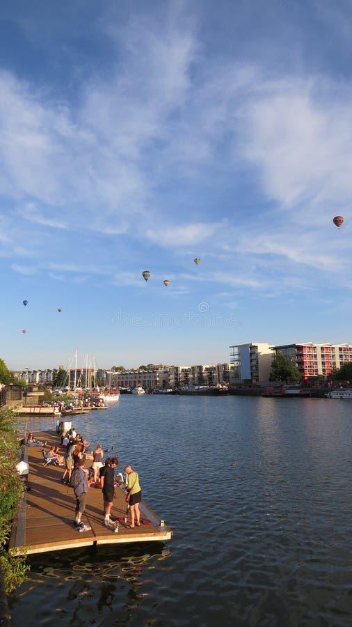 Воздушные шары Бристоля - над городом стоковая фотография