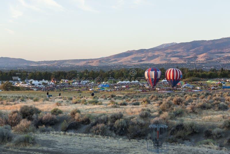 Воздушные шары готовые для взлета стоковые изображения
