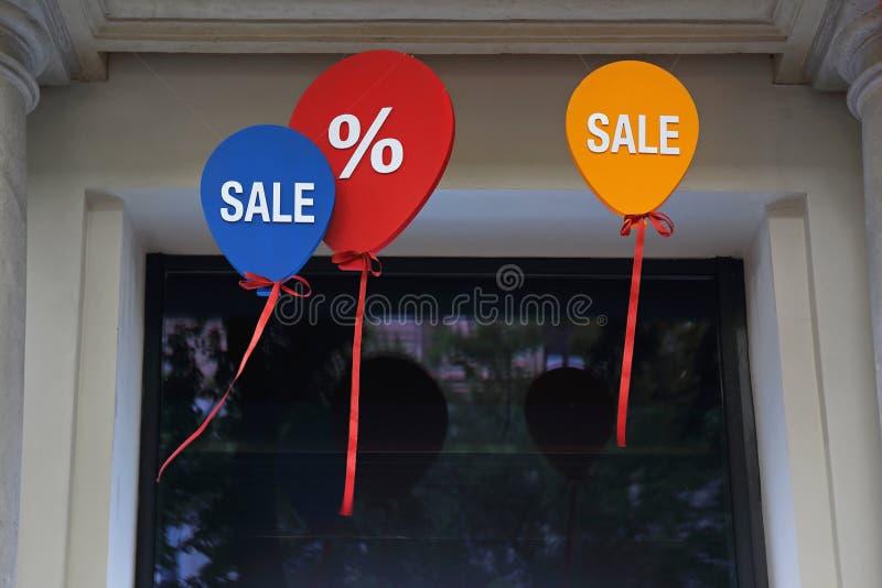 Воздушные шары знака продажи стоковые фотографии rf