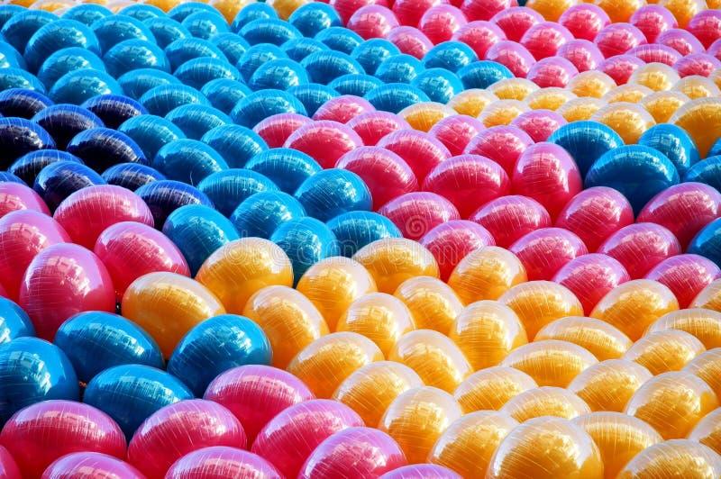 Download воздушные шары предпосылки стоковое изображение. изображение насчитывающей парад - 486437