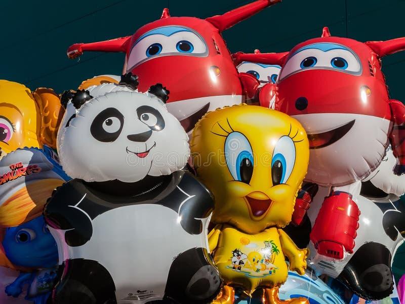 Воздушные шары с формой персонажей из мультфильма стоковые изображения rf
