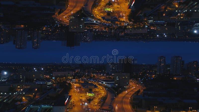 Воздушный взгляд ночи большого города и красивых светов, концепции ночной жизни, влияния горизонта зеркала средства Городской пей стоковая фотография rf