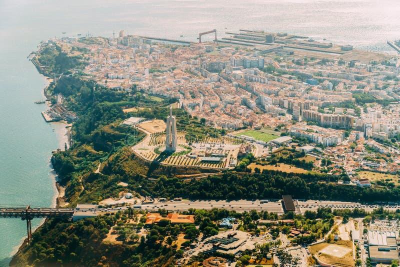 Воздушный взгляд самолета города Лиссабона стоковое изображение