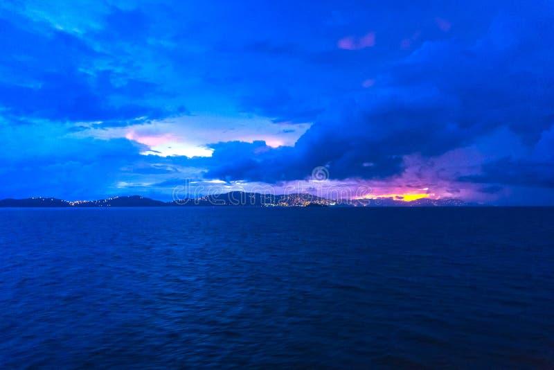 воздушный взгляд usvi st thomas острова круиза charlotte залива amalie Шарлотта Amalie - залив круиза стоковые изображения