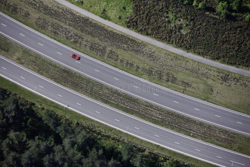воздушный красный цвет автомобиля стоковое фото rf