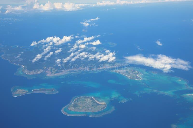 Воздушный ландшафт голубых моря и островов стоковые изображения rf