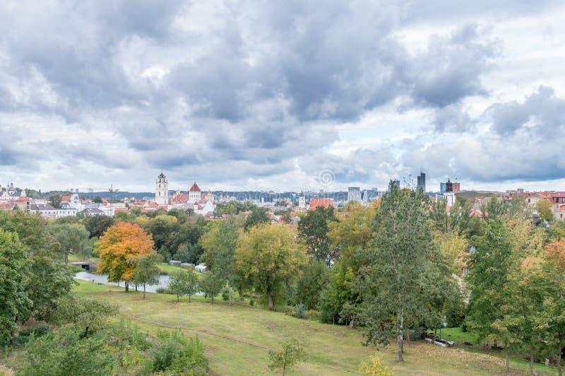 Воздушный панорамный взгляд городского пейзажа Вильнюса в Литве стоковое фото rf