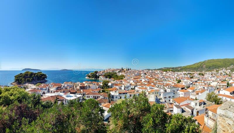 Воздушный панорамный взгляд острова Skiathos Греции стоковое фото rf
