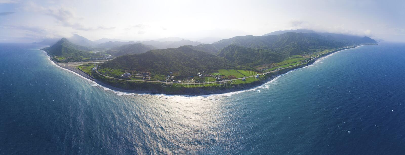 Воздушный панорамный вид восточного побережья горы стоковые изображения rf