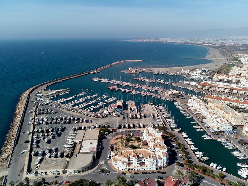 Воздушный порт и seascape Almerimar взгляда трутня Испания стоковое фото rf