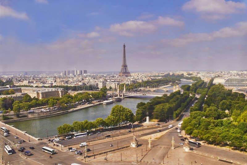 Воздушный сценарный взгляд Эйфелевой башни, реки Сены и Места de Ла конкорда стоковое фото