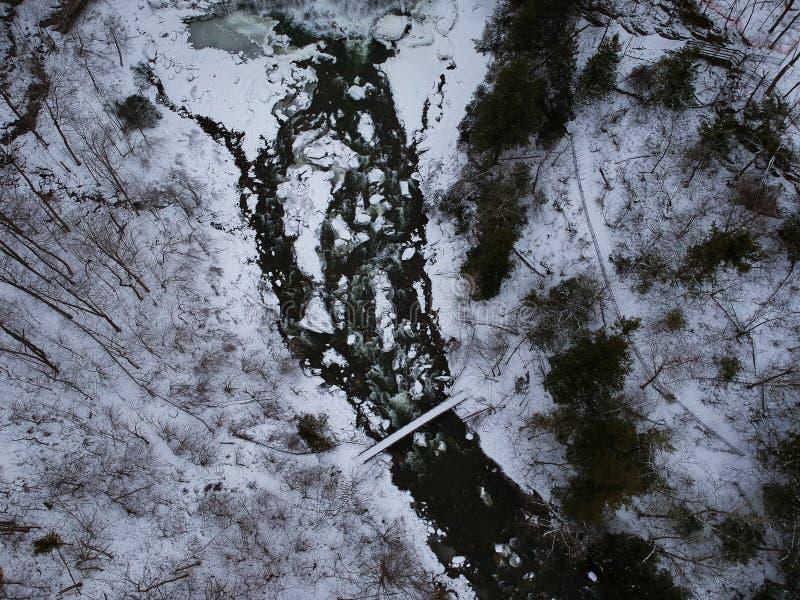 Воздушный трутень снял водопада Chittenango в зиме стоковые фотографии rf
