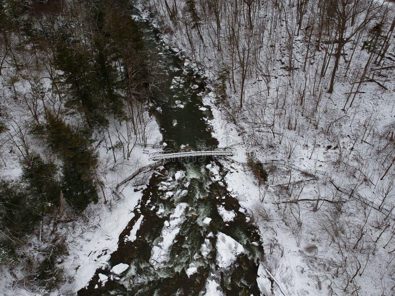 Воздушный трутень снял водопада Chittenango в зиме стоковая фотография rf
