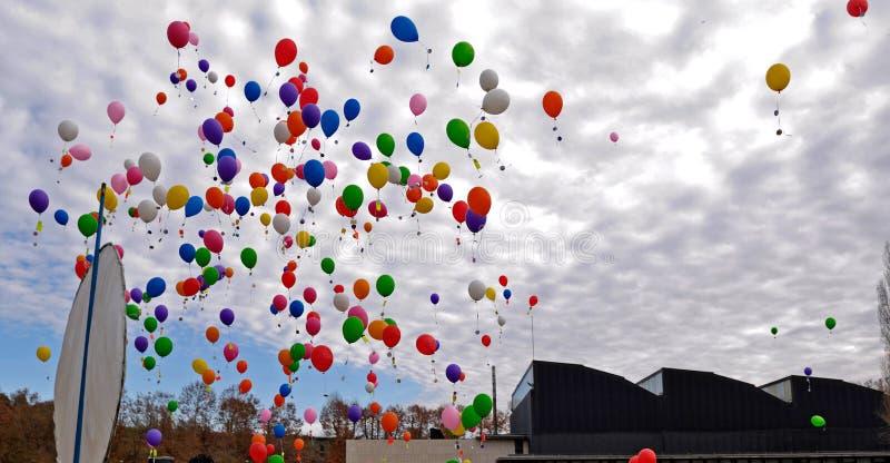 Воздушный шар в небе стоковые фотографии rf