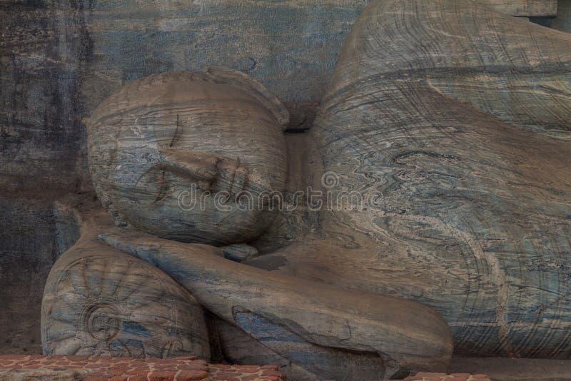 Возлежа статуя Будды на виске утеса Gal Vihara в древнем городе Polonnaruwa, Lan Sri стоковая фотография rf