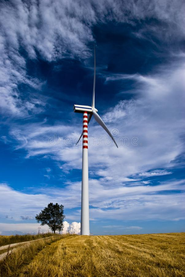 Возобновляющая энергия и устойчивое и сбалансированное развитие стоковое изображение