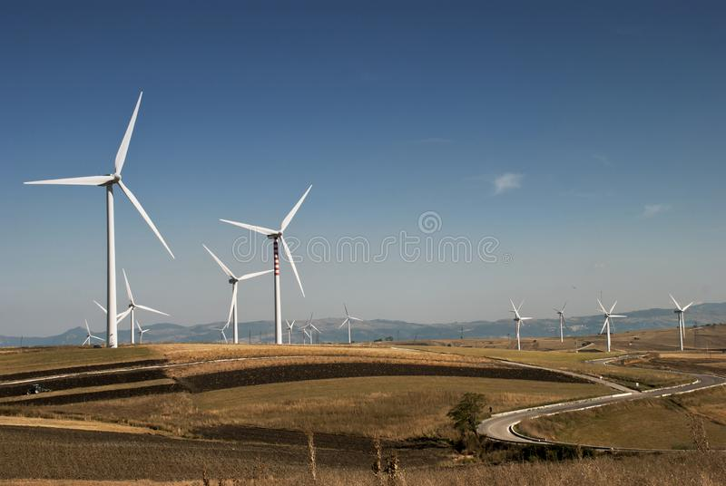 Возобновляющая энергия и устойчивое и сбалансированное развитие стоковое фото rf