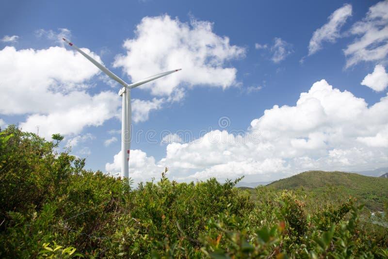 Возобновляющая энергия системой ветротурбины на острове Lamma, Hong k стоковое изображение