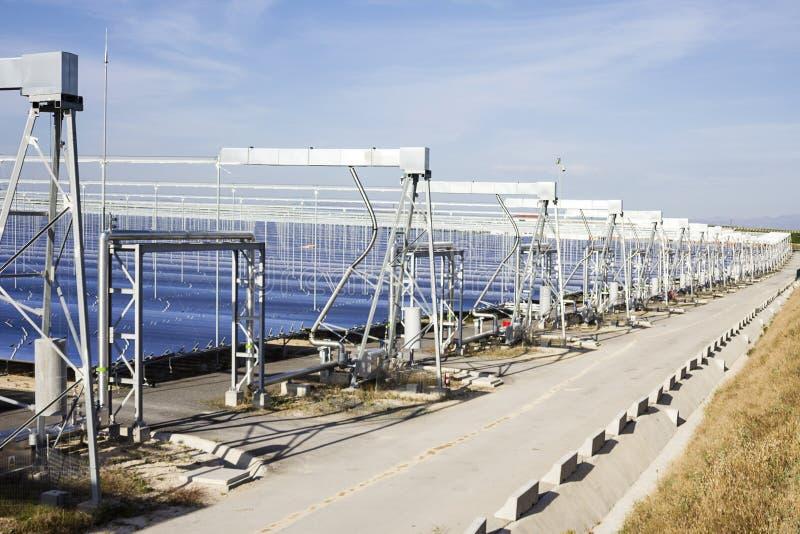 Возобновляющая энергия: Солнечный: Самый новый и самый чистый путь стоковое фото rf