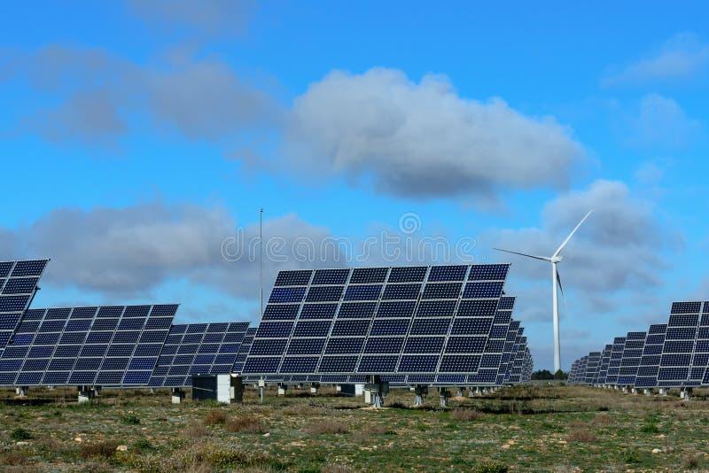 Возобновляющие энергии на заходе солнца III стоковые изображения