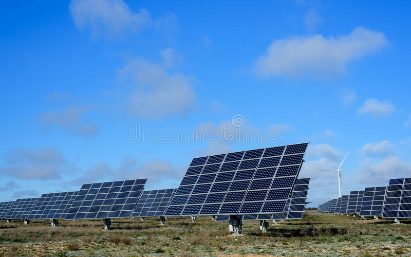 Возобновляющие энергии на заходе солнца IV стоковые изображения rf