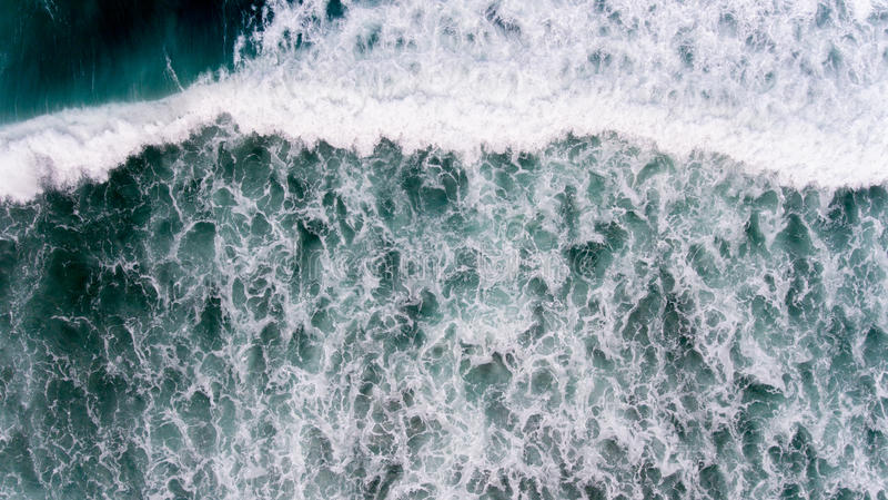 Воздушная вода океана в сезоне strom стоковое изображение