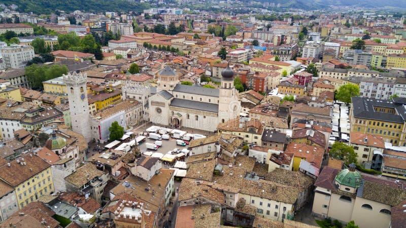 Воздушная стрельба с трутнем на Trento стоковое изображение
