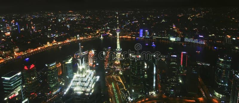 Воздушная сцена ночи Шанхая, Китая стоковое изображение