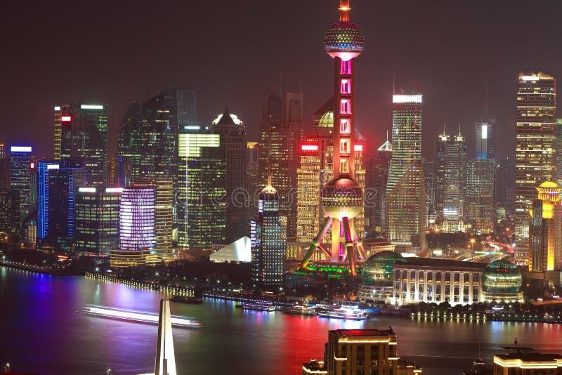 Воздушное фотографирование на горизонте бунда Шанхая сцены ночи стоковые фотографии rf