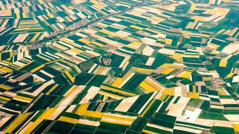 Воздушное фотографирование над пригородами Парижа стоковая фотография rf