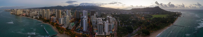 Воздушные пляж Waikiki панорамы и голова диаманта стоковые фотографии rf