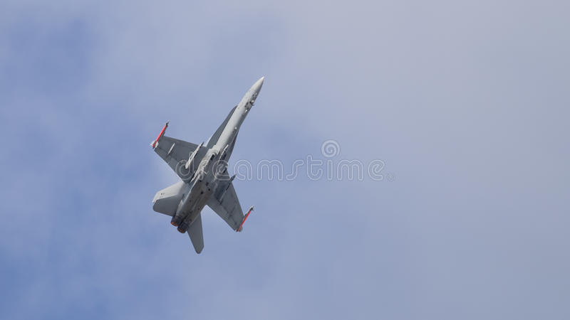Воздушные судн реактивного истребителя в полете стоковое фото
