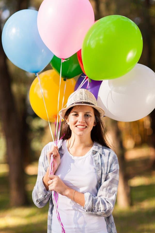 Воздушные шары девочка-подростка стоковое фото rf