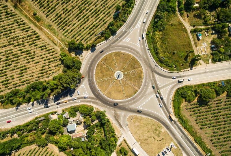 воздушный взгляд взаимообмена хайвея стоковые фото