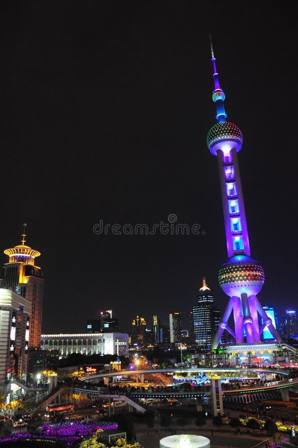 Воздушный взгляд ночи Шанхая Пудуна, восточной башни жемчуга стоковое изображение rf