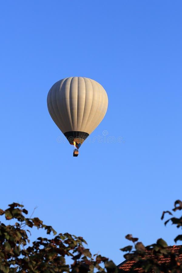 Воздушный шар и небо стоковое изображение