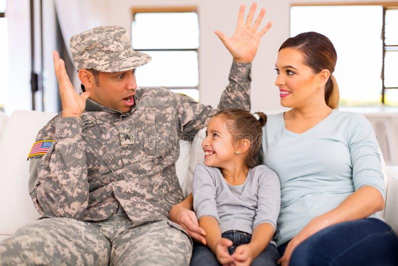 Воинская семья совместно стоковое фото