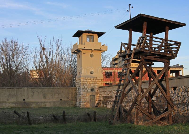 Воинские башни бывшего концентрационного лагеря Красного Креста стоковая фотография