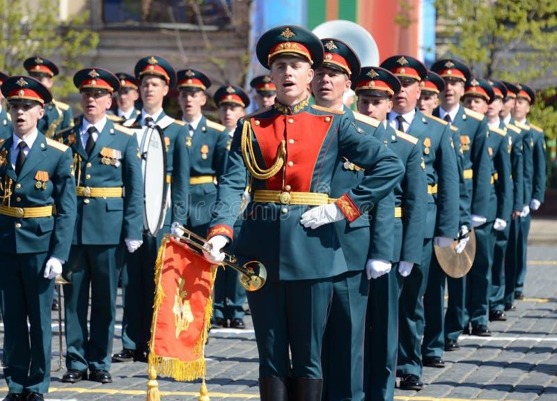 Воинские музыканты на репетиции парада предназначенного к 72nd годовщине победы в Великой Отечественной войне стоковые изображения rf