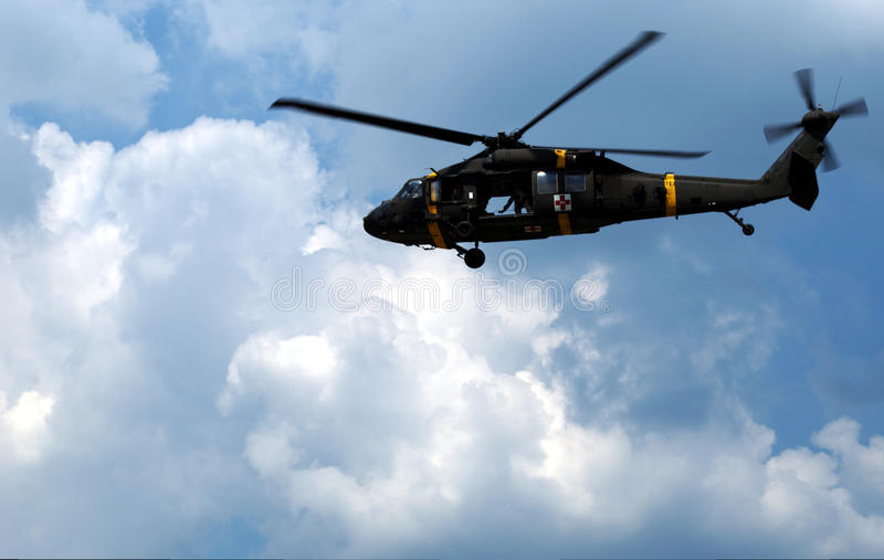 Воинский вертолет санитарного стоковые изображения